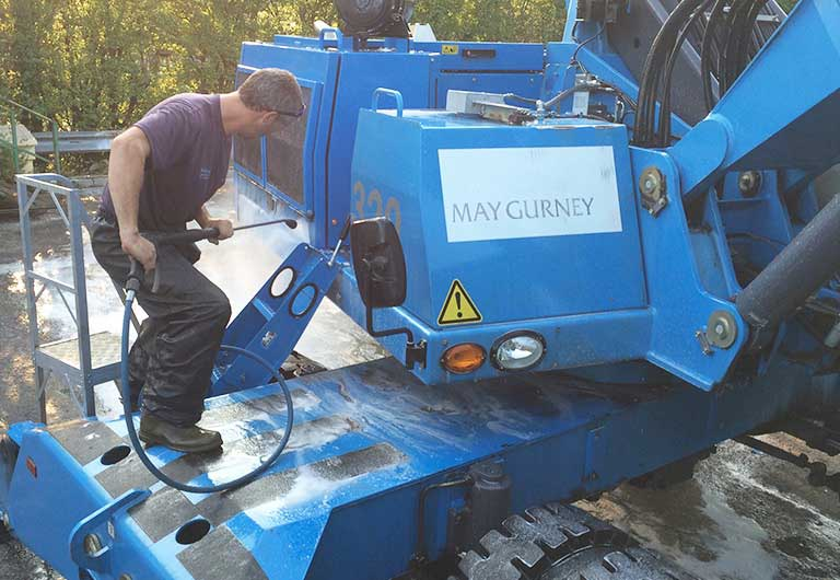 Heavy_Machinery_Pressure_Wash_Cleaning_768x530-copy